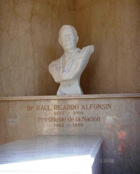 Sepultura de don Raúl Ricardo Alfonsín, Cementerio de La Recoleta