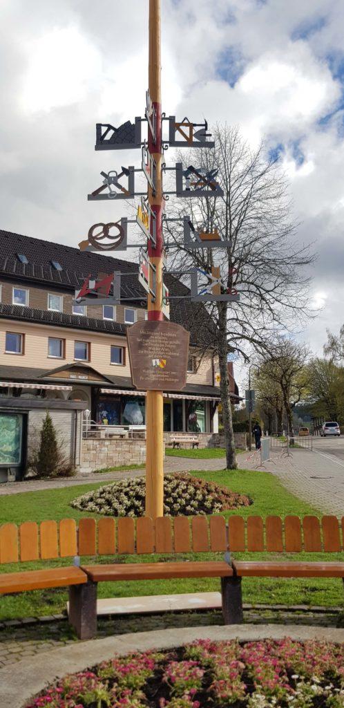 Arbolito en la plaza de Hinterzarten