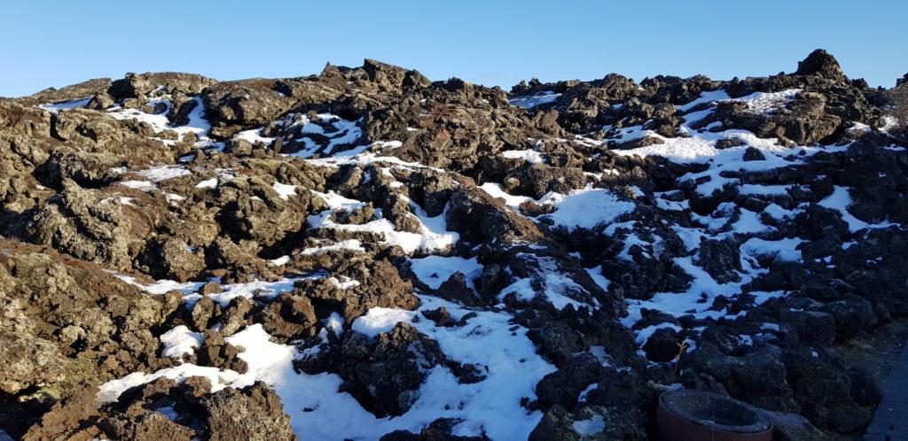 Terreno de lava en la Laguna Azul, Islandia