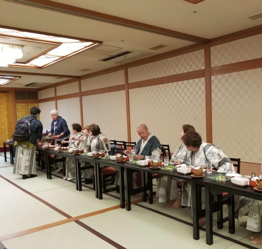 Cena en el ryokan en Wakayama, Japón