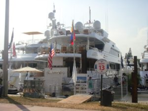 Miami Boat Show en Collins Avenue