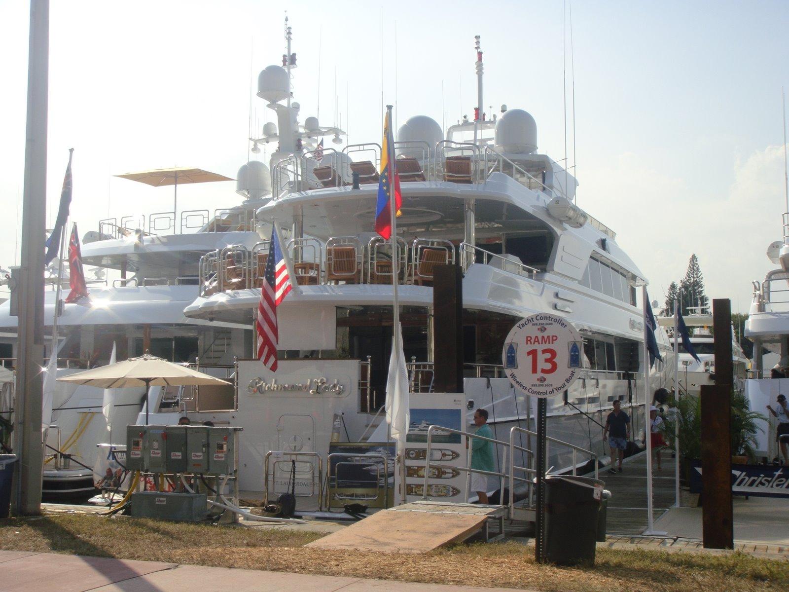 Lee más sobre el artículo Miami Boat Show en Collins Avenue