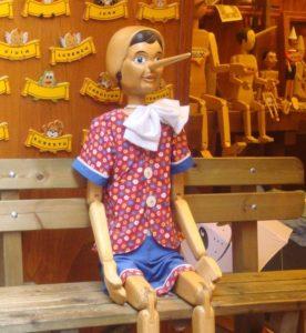 La soledad de Pinocho en la juguetería