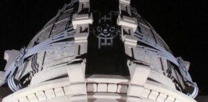 Noche en la cúpula del Palacio Cabanellas
