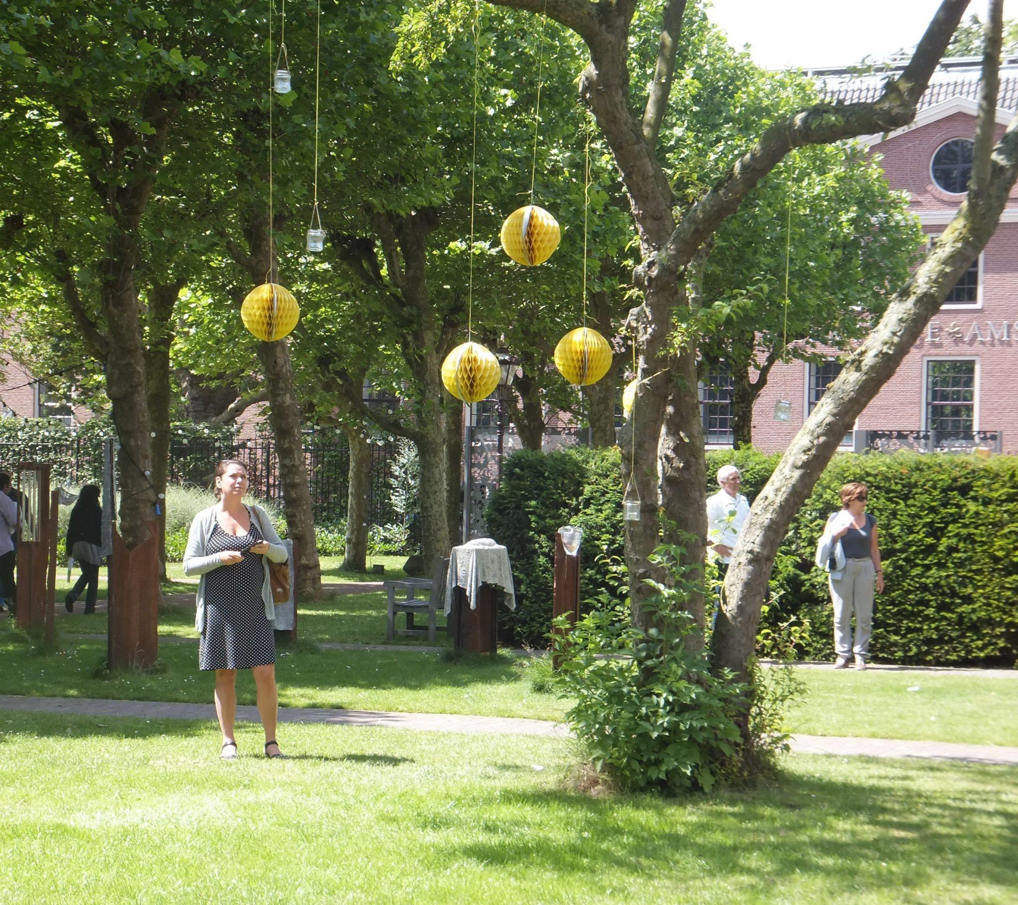 Lee más sobre el artículo Begijnhof y la belleza de los jardines interiores de Amsterdam