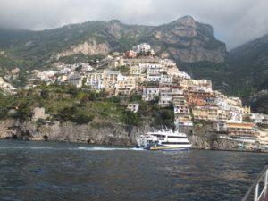 Navegación desde Praiano hacia Positano y Capri