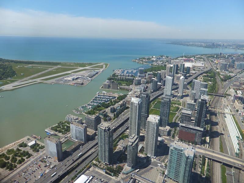 Lee más sobre el artículo CN Tower, elevarse para admirar Toronto