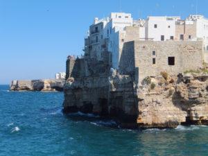 Lee más sobre el artículo Polignano a Mare, «nel blu dipinto di blu»