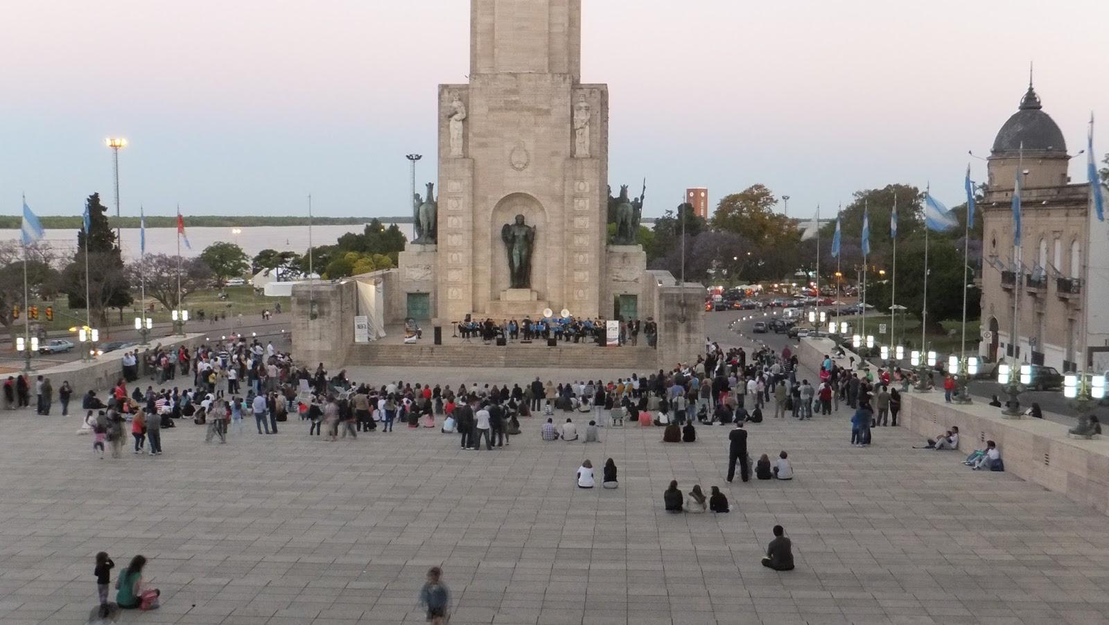 Lee más sobre el artículo Postales del Monumento a la Bandera