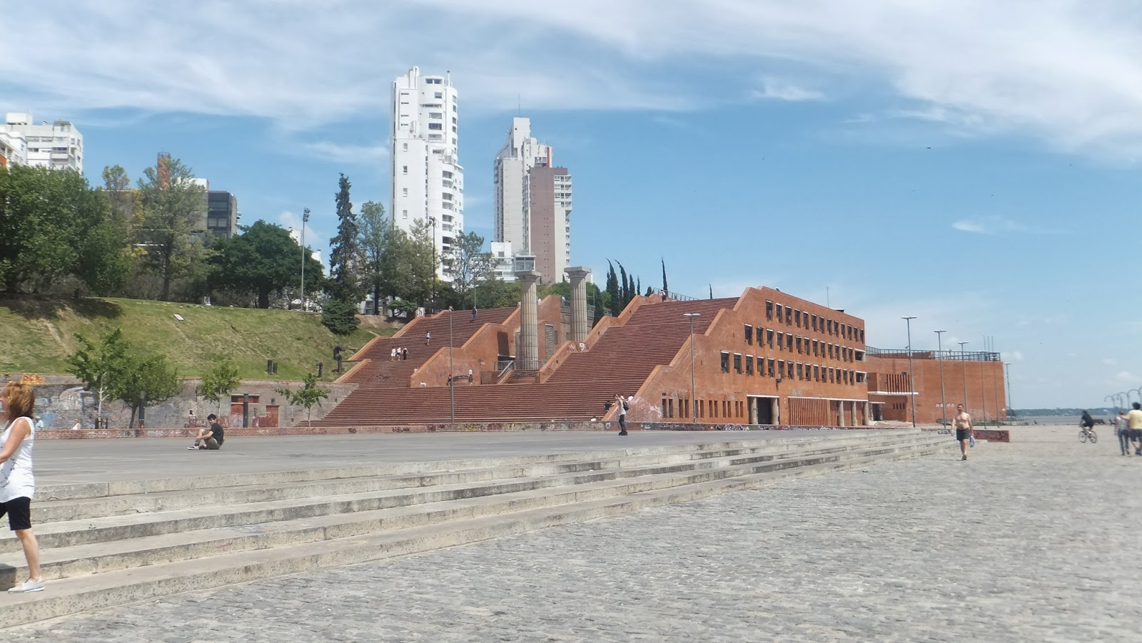 Lee más sobre el artículo Parque de España, balcón sobre el Paraná
