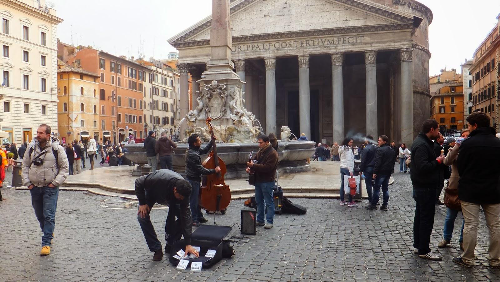 En este momento estás viendo Piazza della Rotonda, enmarcada por el Panteón