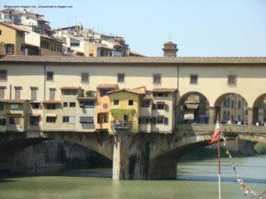 Ponte Vecchio en Florencia, asomada al Medioevo