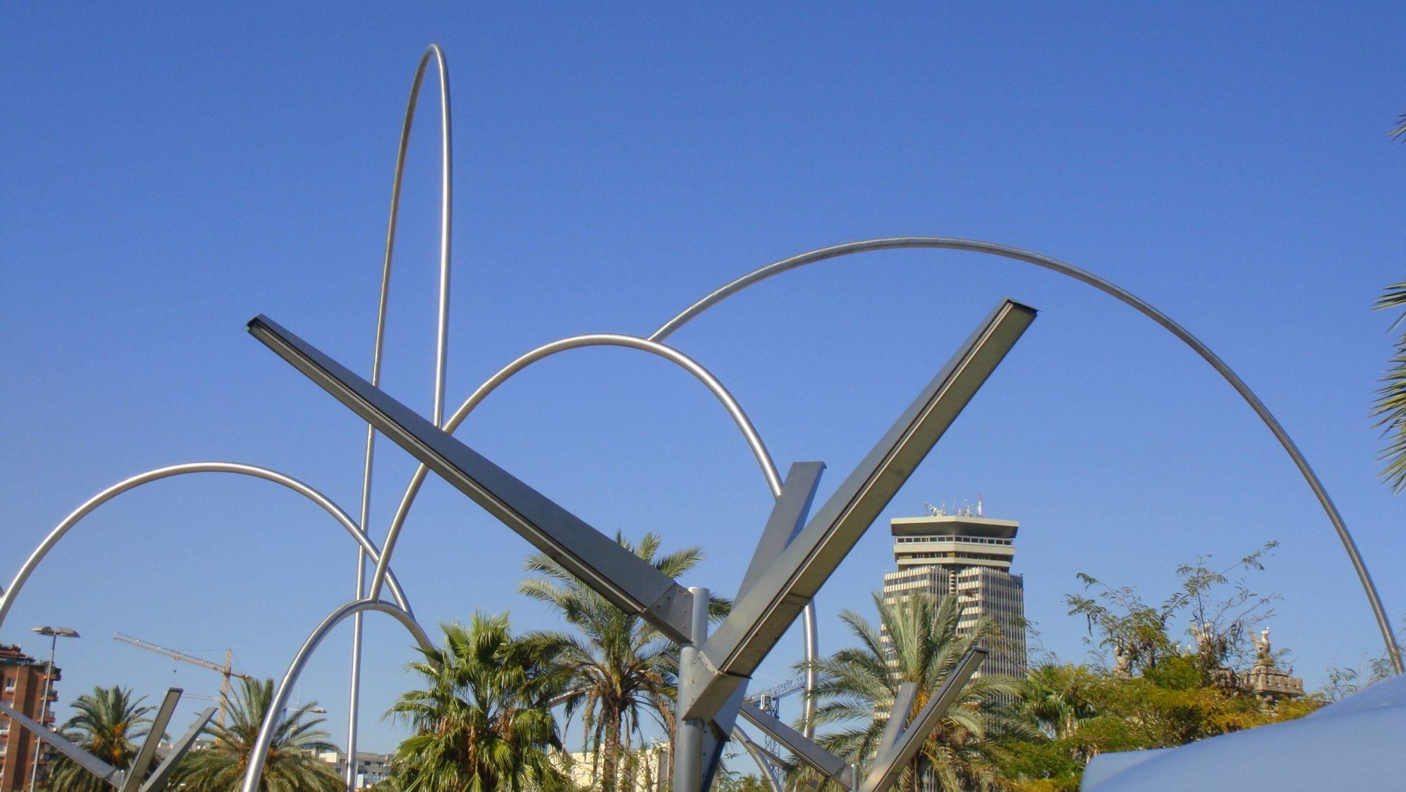 Onades, olas de acero en el Puerto de Barcelona