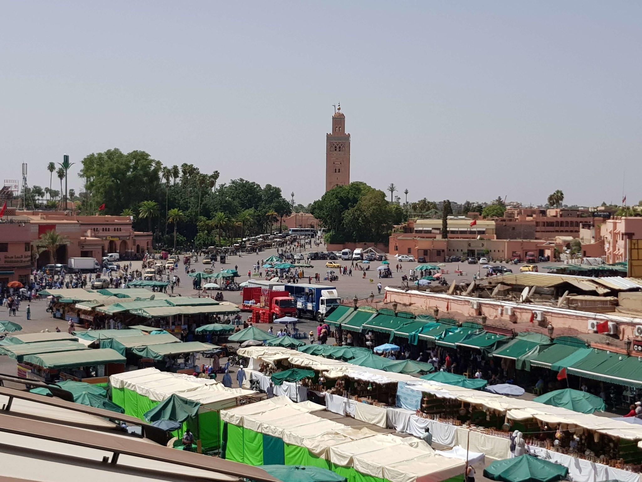 Plaza Jemaa el-Fna en Marrakech, la plaza de las maravillas