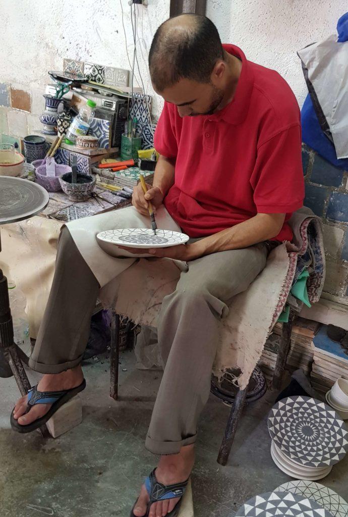 Pintores de cerámicas en Fez