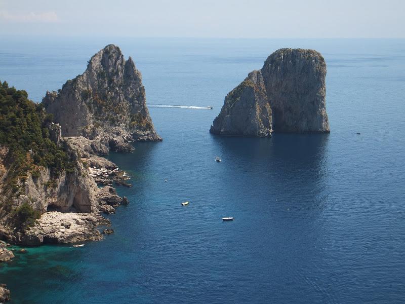 Lee más sobre el artículo Paseos virtuales durante la cuarentena: hoy, Capri
