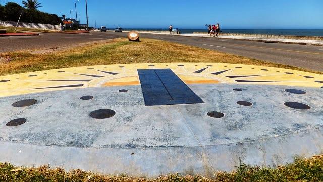 Lee más sobre el artículo Un reloj solar en mi camino a orillas del mar
