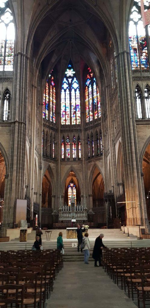 Pasillo Central de la Catedral Saint Etienne en Metz