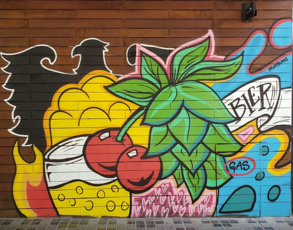Arte Callejero en Calle Arístides Villanueva, Mendoza