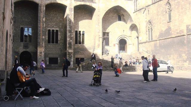Lee más sobre el artículo Plaça del Rei, plaza real en el Barrio Gótico
