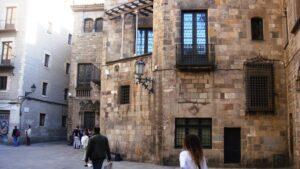 Un paseo que llegue a la Plaça de Sant Jaume