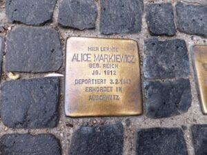 Lee más sobre el artículo Las «stolpersteine», memoriales en las veredas de Berlín